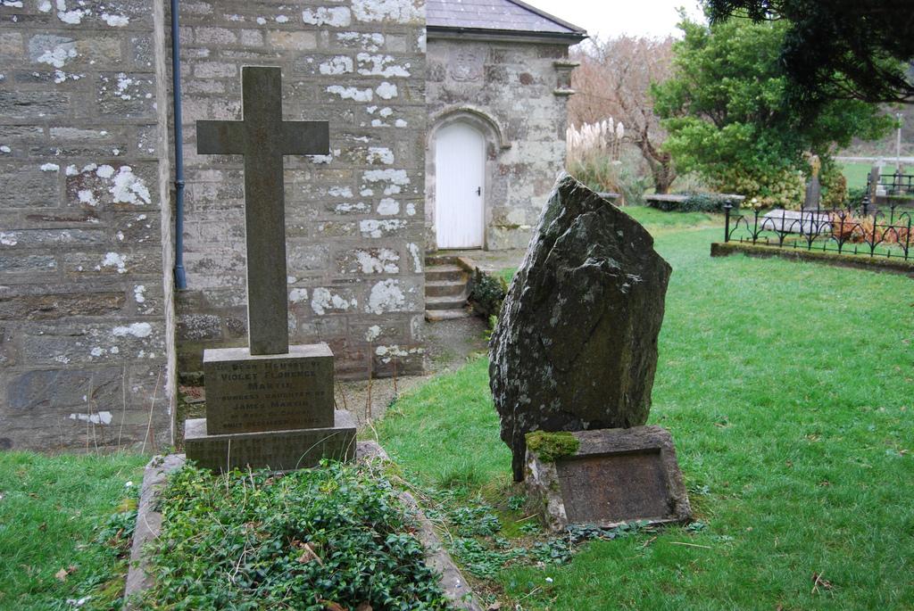 st-barnabas-churchyard-castletownsend